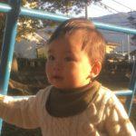 ファーストシューズを履く巧馬(たくま)ちゃん、1歳3か月。モネリーナのお写真とコメントをいただきました
